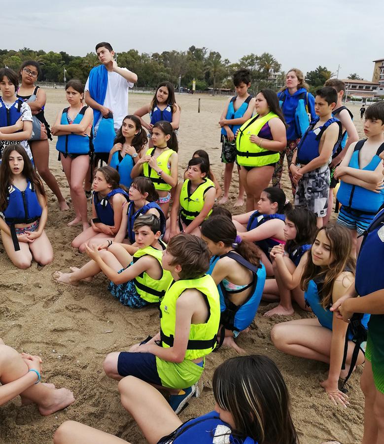 grup de colònies a la platja del Vendrell