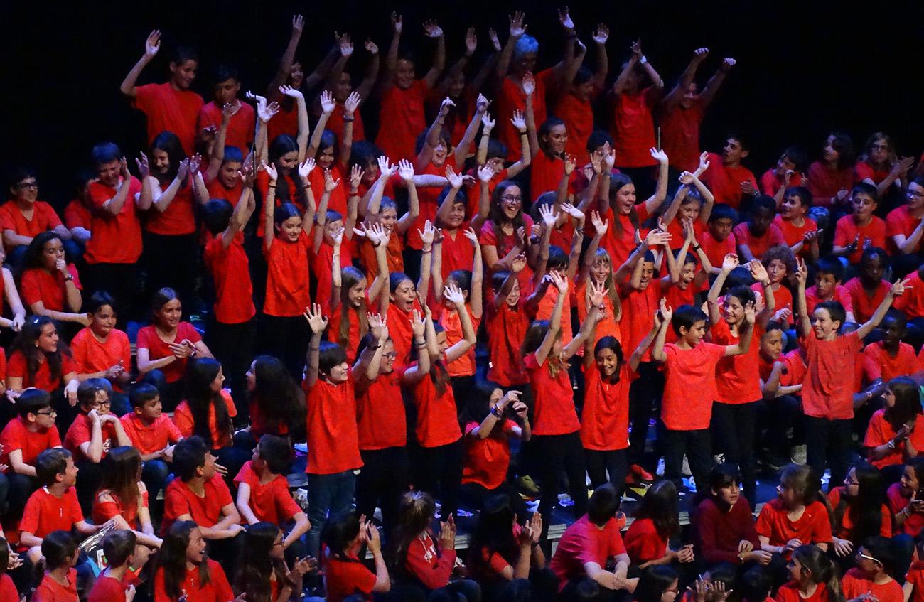 Cantània 2019-Grup de nens a l'escenari